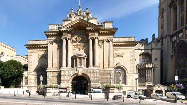 متحف الفنون في بريستول من اشهر اماكن السياحة في مدينة بريستول بريطانيا
