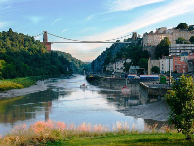 جسر كليفتون من اشهر اماكن السياحة في بريستول انجلترا
