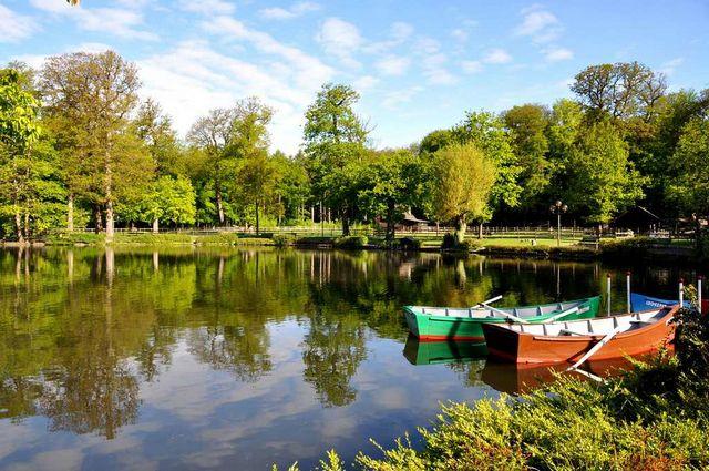 بحيرة سوفابلان احدى معالم السياحة في لوزان في مدينة لوزان السويسرية