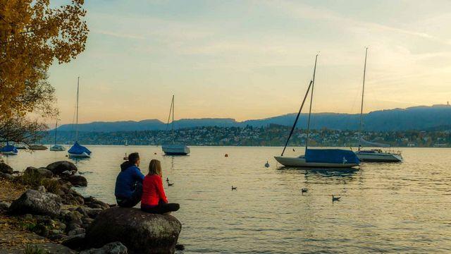 بحيرة النزهة زيورخ من اجمل اماكن السياحة في زيورخ سويسرا - صور زيورخ