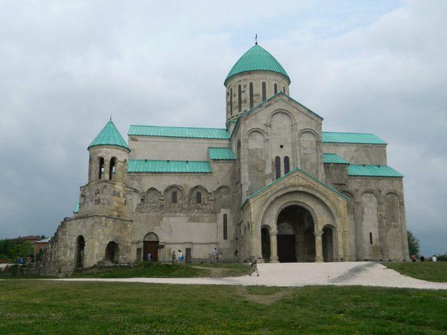 كاتدرائية باغراتي من اشهر اماكن سياحية في كوتايسي