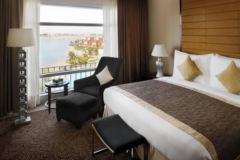 فندق ومنتجع موڤنبيك ينبع من افضل فنادق ينبع البحر