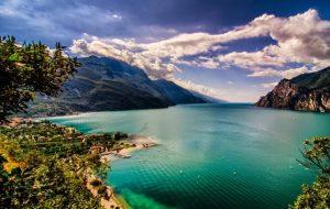 تعرف في المقال على افضل الانشطة السياحية عند زيارة بحيرة غاردا في فيرونا ، بالإضافة الى افضل فنادق فيرونا القريبة منها