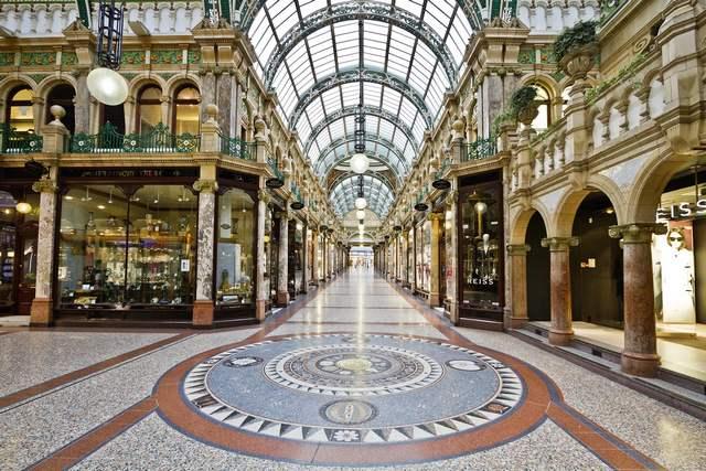 ميدان فيكتوريا في ليدز من افضل اماكن السياحة في ليدز انجلترا