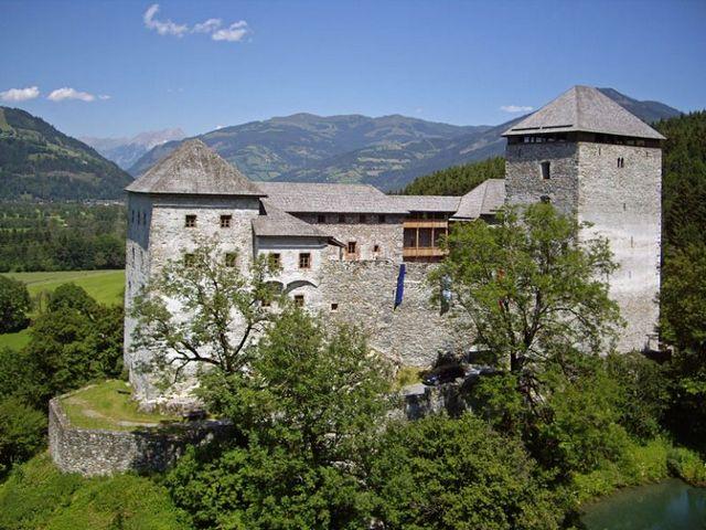 قلعة كابرون من معالم السياحة في كابرون النمسا