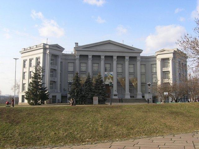متحف تاريخ أوكرانيا من افضل معالم كييف السياحية
