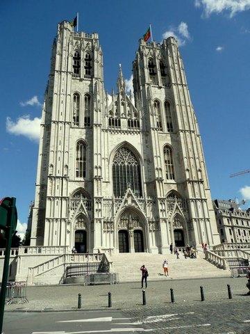 كاتدرائية سان ميشيل من افضل المعالم السياحية في مدينة كييف اوكرانيا