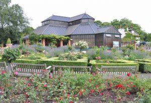 حديقة العالم الاستوائي في ليدز من افضل الاماكن السياحية في ليدز انجلترا
