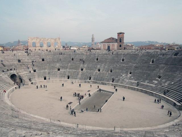 ساحة فيرونا من افضل الاماكن السياحية في ايطاليا