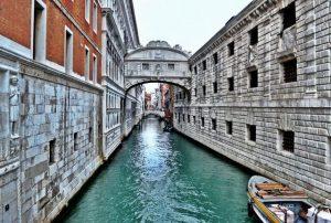 جسر التنهدات في فينيسيا من افضل الاماكن السياحية في فينيسيا في ايطاليا