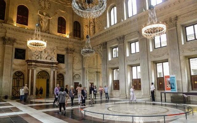 القصر الملكي من اجمل معالم السياحة في امستردام