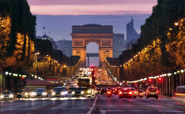 شارع الشانزليزيه في باريس بالصور
