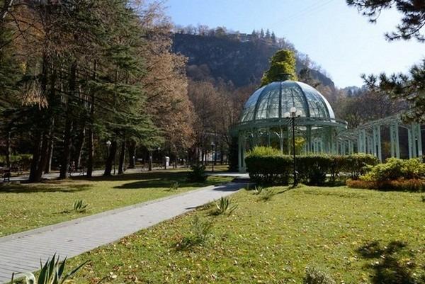 الحديقة المركزية في بورجومي من اجمل اماكن السياحة في جورجيا
