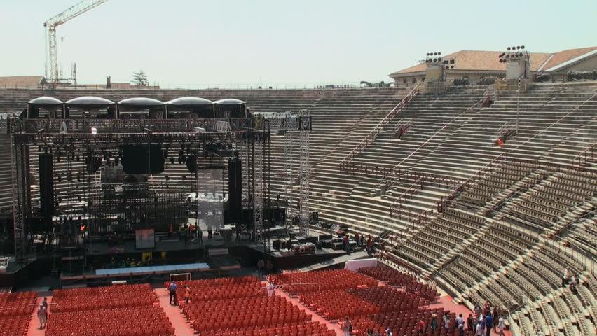 المسرح الروماني من افضل اماكن السياحة في فيرونا ايطاليا