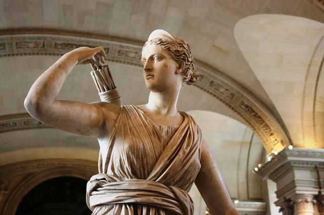 متحف اللوفر متحف عالمي يقع في باريس