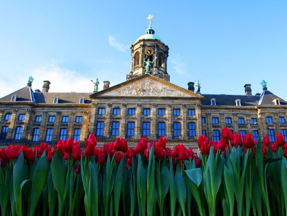 القصر الملكي من افضل الاماكن السياحية في امستردام