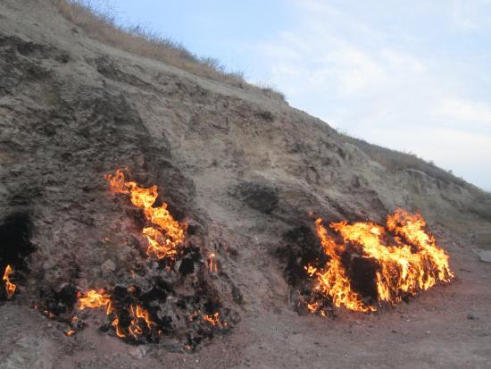 جبل النار في باكو من اهم المناطق السياحية في باكو اذربيجان