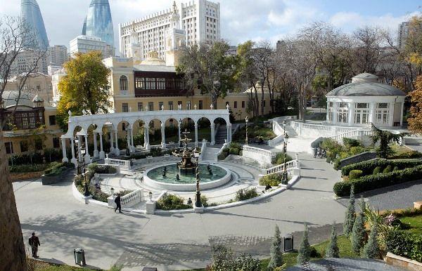 حديقة نوافير فيلهارمونيك من اجمل حدائق باكو السياحية