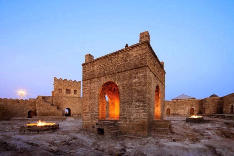 معبد النار الباكوي من اهم اماكن السياحة في اذربيجان باكو