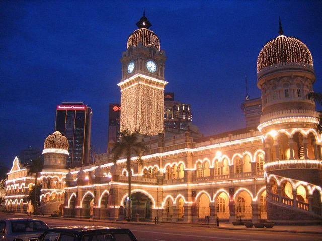 مبنى السلطان عبد الصمد من اجمل معالم السياحة في كوالالمبور