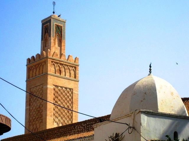 المسجد القديم بالقرب من مغارة بني عاد
