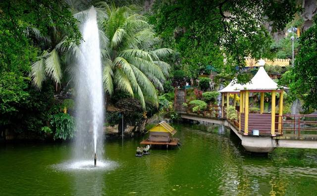 كهوف باتو في ماليزيا من الأماكن السياحية الطبيعية