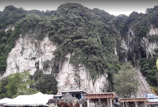 كهوف باتو في ماليزيا من أشهر الأماكن السياحية في ماليزيا