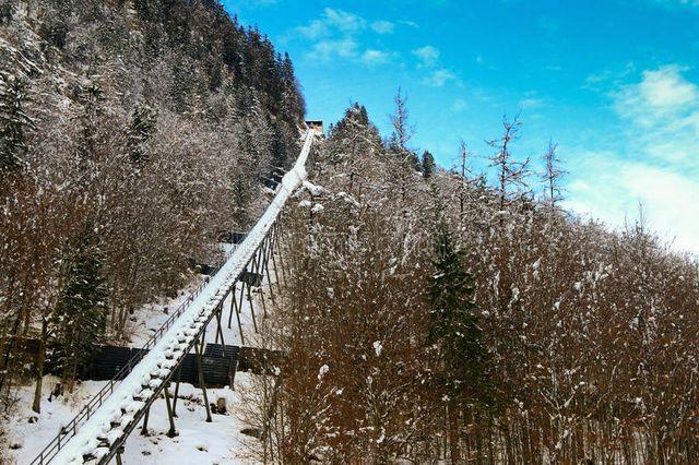 تلفريك هالستات من افضل اماكن السياحة في هالستات النمسا