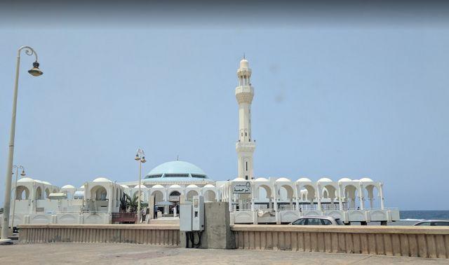 المسجد العائم في جدة من المعالم السياحية المشهورة