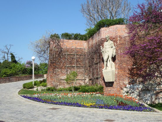 تل شلوسبيرغ من افضل الاماكن في فرايبورغ سياحة - اماكن سياحية في فرايبورغ