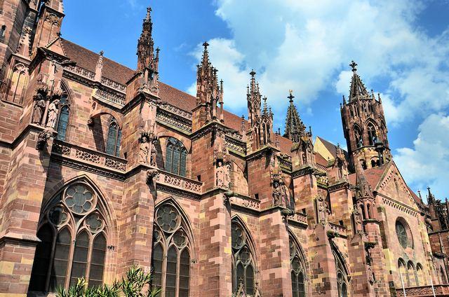 كاتدرائية فرايبورغ من اهم اماكن السياحة في فرايبورغ المانيا