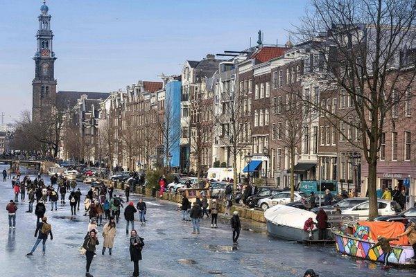 امستردام في الشتاء من أجمل مدن هولندا