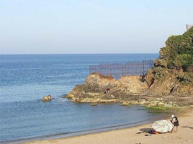 شاطئ عين عشير من افضل اماكن السياحة في عنابة