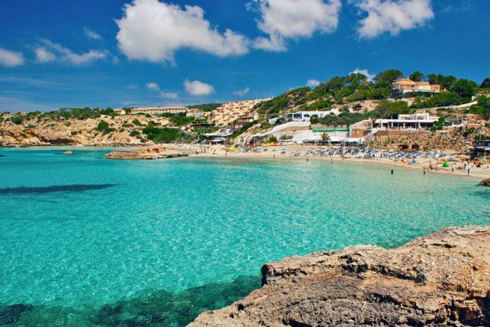جزيرة ابيزا في اسبانيا