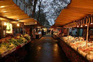 سوق مارشيه من افضل اماكن السياحة في باريس فرنسا