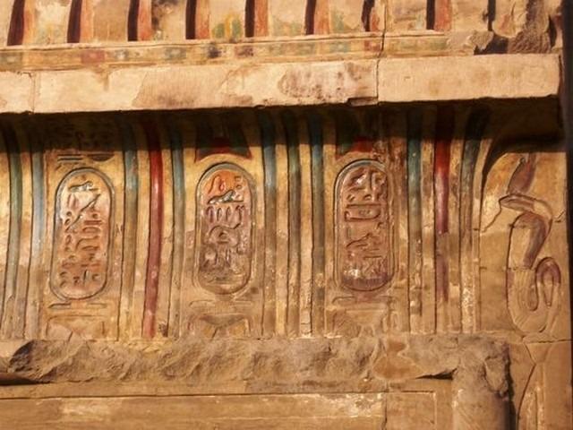 جدران معبد كوم امبو الداخلية