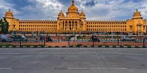 يعد مبنى فيدانا سودها في بنجلور من اهم معالم السياحة في الهند