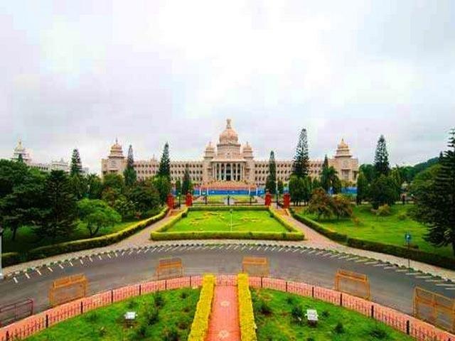 مبنى فيدانا سودها من افضل الاماكن السياحية في بنجلور