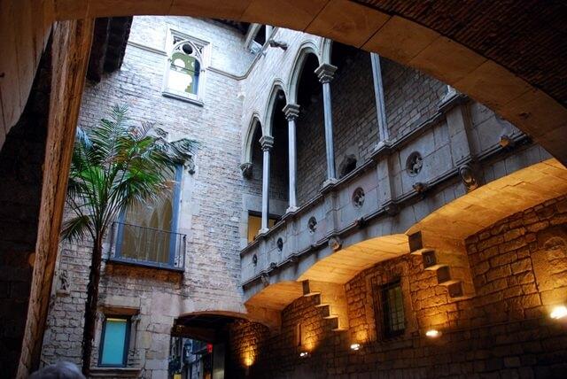 متحف بيكاسو في برشلونة
