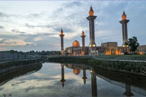 مسجد بوترا في سيلانجور من اهم الاماكن السياحية في ماليزيا