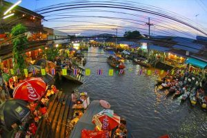 السوق العائم من افضل اماكن السياحة في بانكوك تايلاند