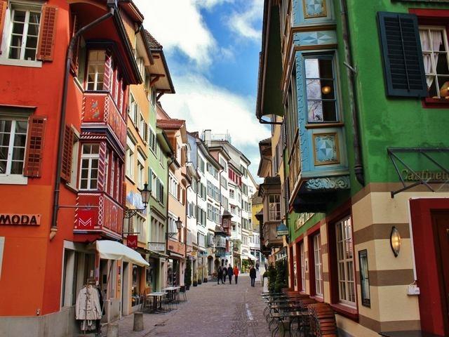 المدينة القديمة قرب شارع بانهوف زيورخ