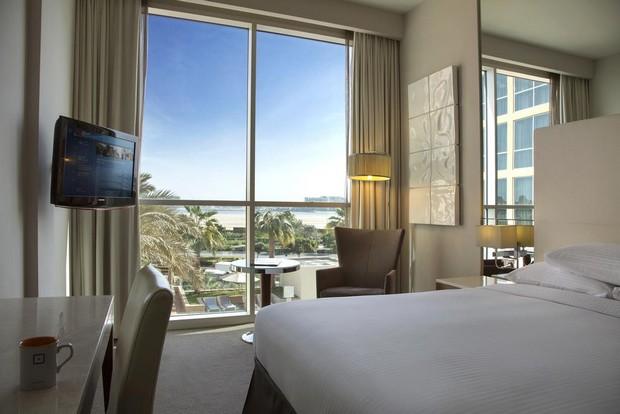 اقامة رومانسية في افضل فندق في جزيرة ياس