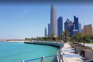شاطئ الكورنيش من افضل الاماكن السياحية في ابوظبي