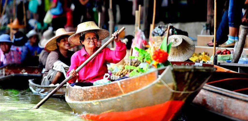 السوق العائم في بانكوك تايلاند