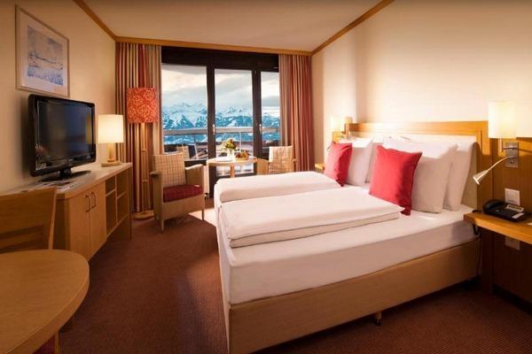 فندق دورنت في مدينة انترلاكن يوفر أماكن إقامة مريحة وبإطلالات ساحرة