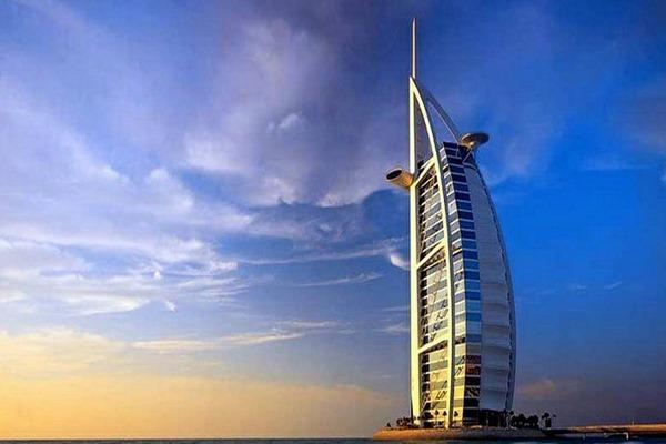 برج العرب من اشهر الابراج في دبي