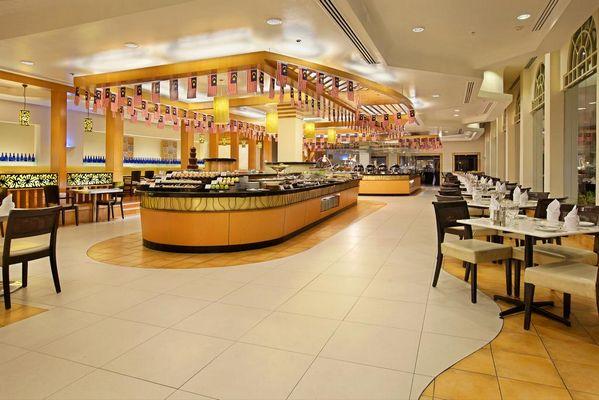 يضم فندق استانا في كوالالمبور 4 مطاعم مُتنوّعة تُقدّم الأطعمة المحلية والعالمية.