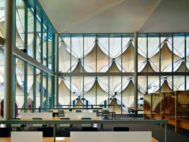 قاعات القراءة في مكتبة الملك فهد الوطنية