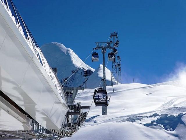 التلفريك في قمة كابرون الثلجية